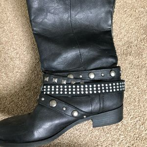 Woman's black leather boots 8.5